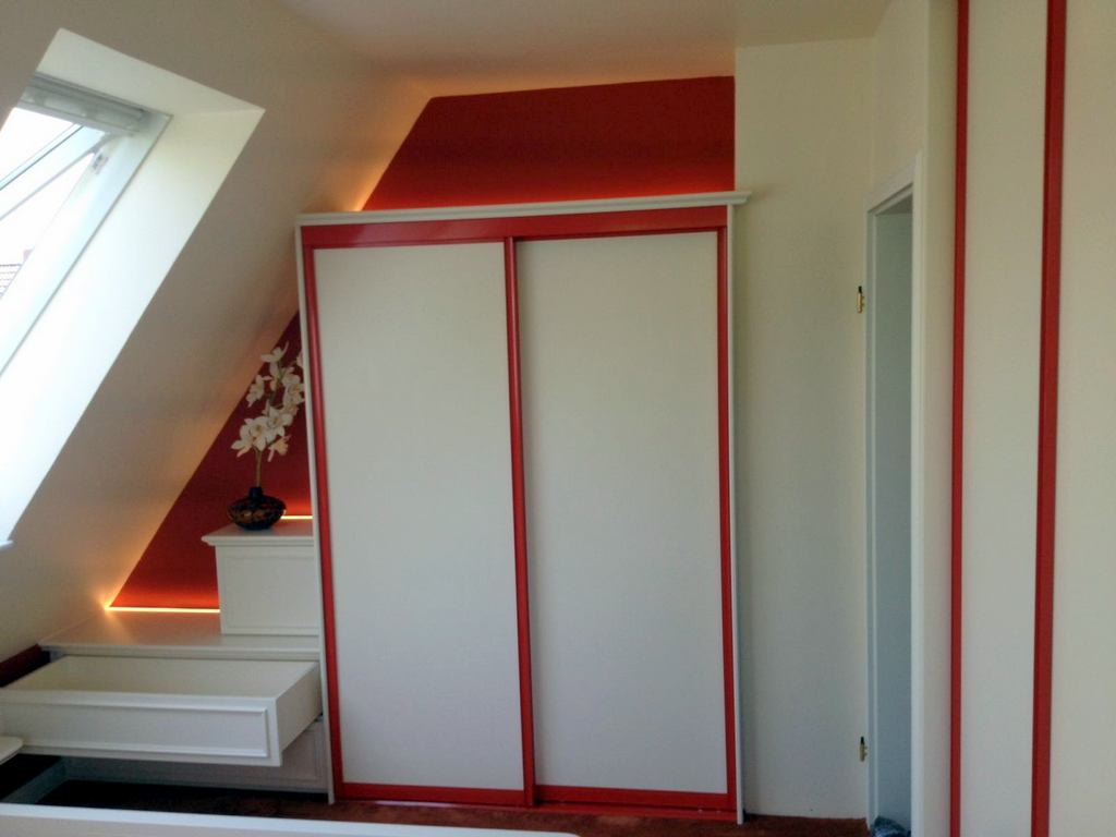 Einbauschrank in Dachschräge + Bett – a+m Tischlerei